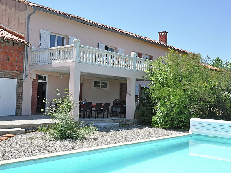 Villa with heated swimming pool and spectacular view in diverse surroundings, holiday rental in Villenouvelle