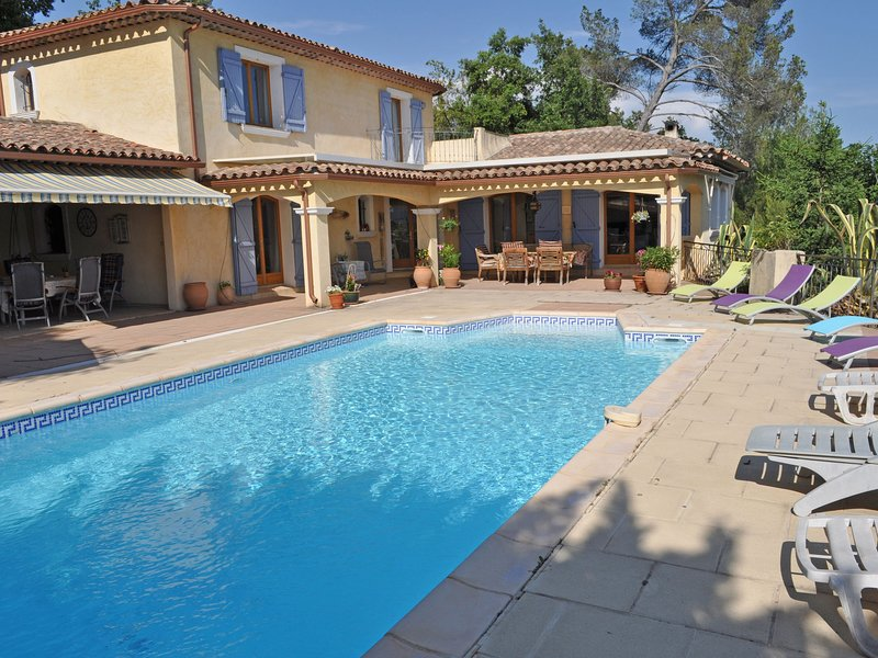 Modern Villa in Carcès with Swimming Pool, vacation rental in Cabasse