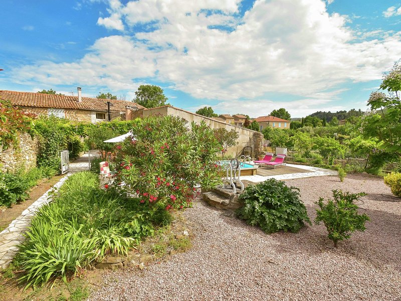 Holiday Home in Félines-Minervois with Swimming Pool, holiday rental in Rieux Minervois