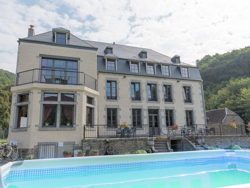 An Annex on the estate of a 17th century castle, vacation rental in Vireux-Wallerand
