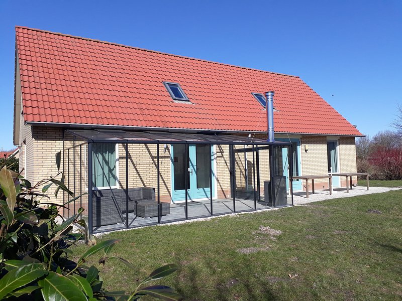 Nice house with dishwasher and large garden, 19km from Hoorn, vacation rental in Andijk