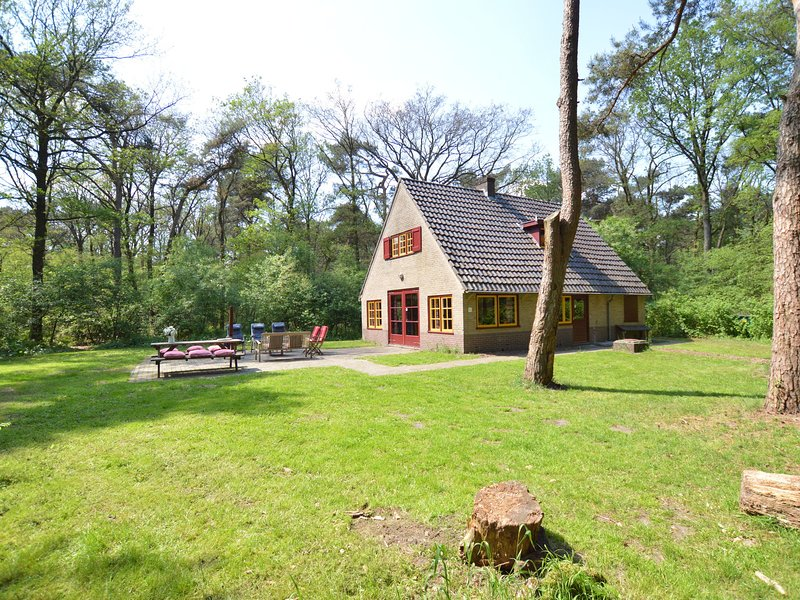 Cozy Holiday Home by the Forest in Zuidwolde, location de vacances à Zuidwolde
