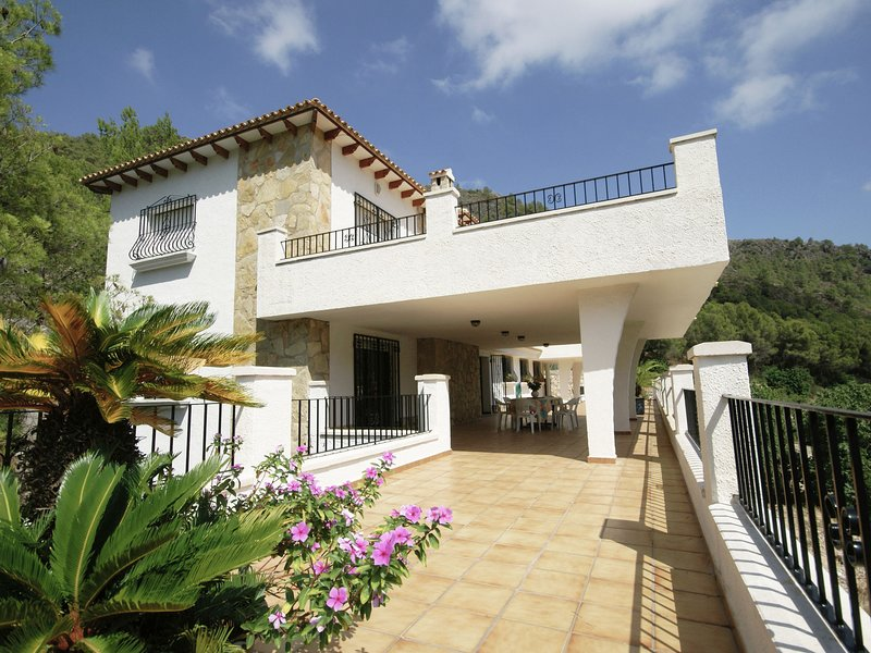 Beautiful villa with stunning view on a huge private property in Pego, vacation rental in Sagra