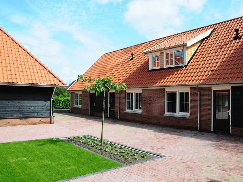 Spacious home with a whirlpool and six bathrooms, in Twente, holiday rental in Geesteren
