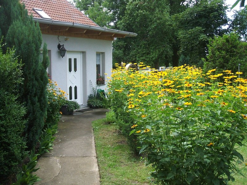 Spacious Holiday Home in Sommerfeld near Lake, Ferienwohnung in Fehrbellin