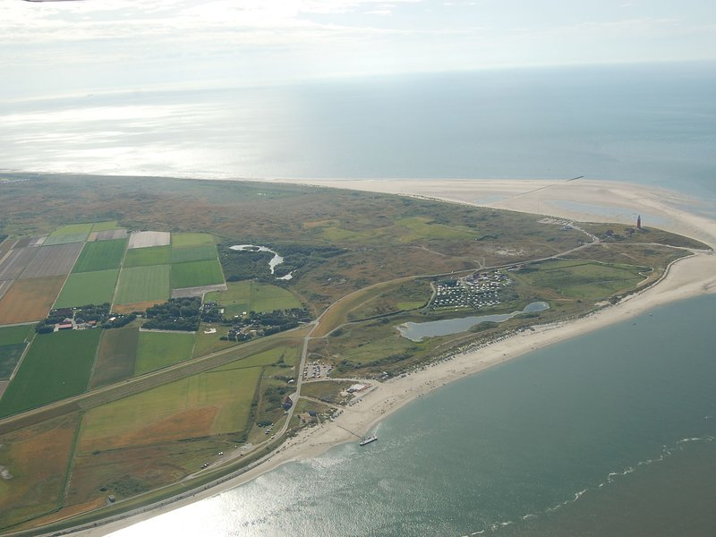 Restyled holiday home in a holiday park on Texel with facilities such as a swimm, vacation rental in Den Hoorn