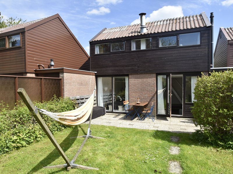 Cosy Holiday Home in North Holland by the Forest, aluguéis de temporada em Warmenhuizen