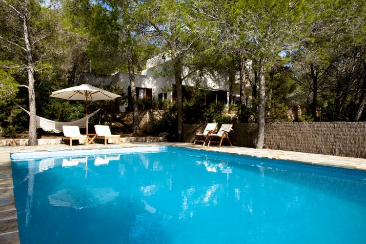 A pleasantly furnished villa in a wooded area. The villa enjoys tranquillity and, holiday rental in Sant Josep de Sa Talaia