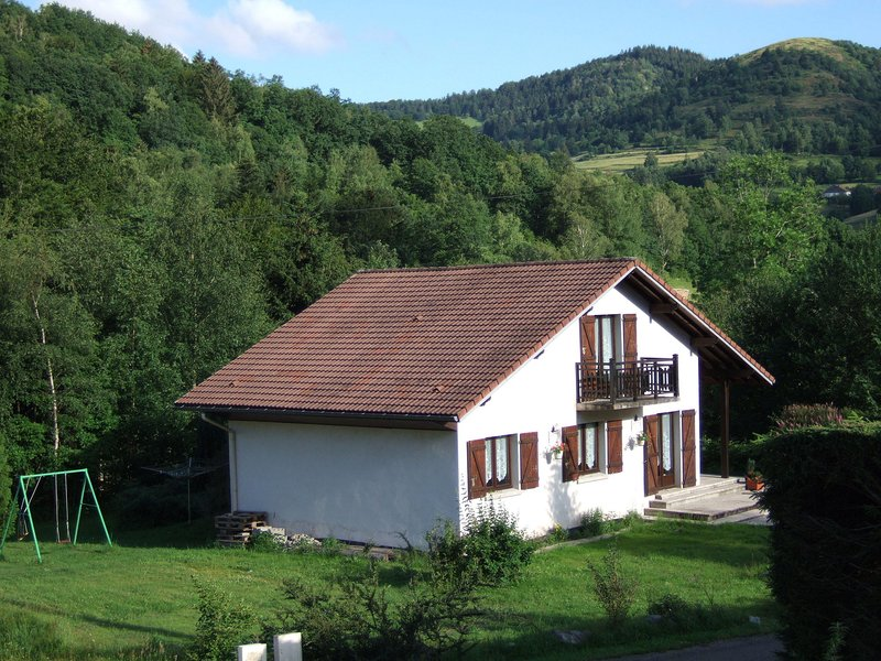 Beautiful Chalet in Le Ménil with Private Garden, vacation rental in Le Thillot