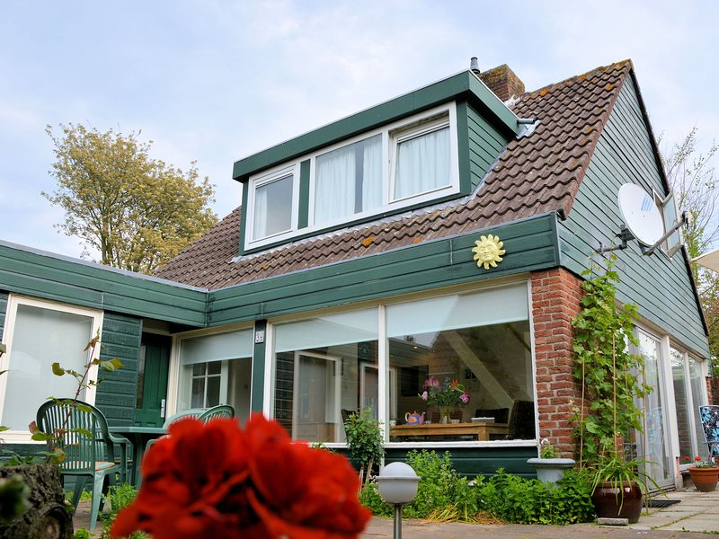 Stylish Holiday Home in South Holland by the Forest, vacation rental in Noordwijkerhout