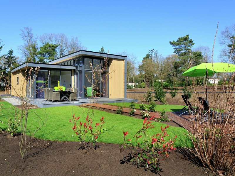 Luxurious, modern chalet with dishwasher, close to De Veluwe, holiday rental in Lunteren