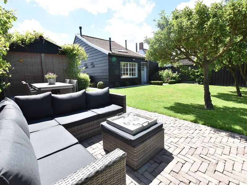 Modern holiday home in Sluis with a garden, vakantiewoning in Sint-Margriete