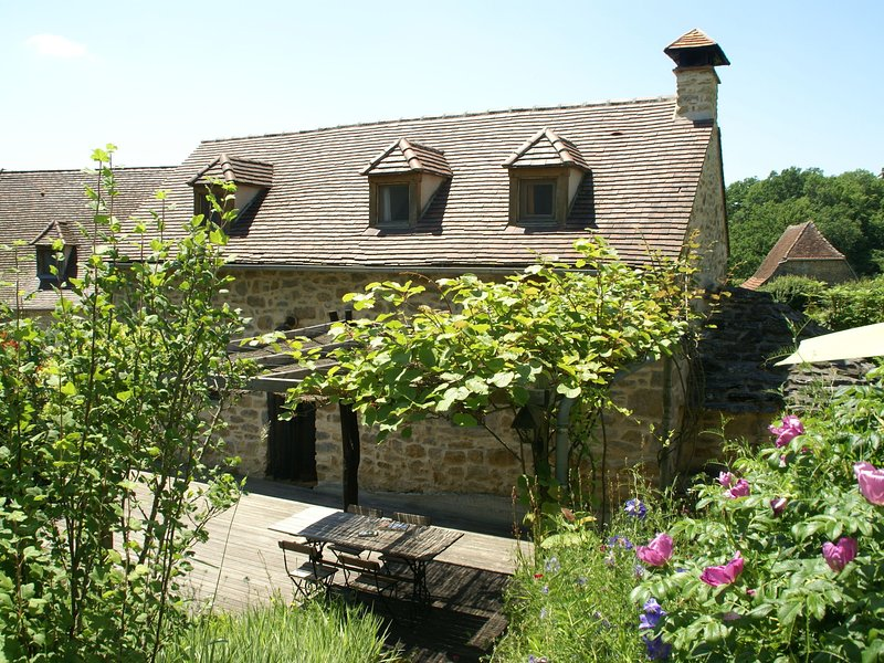 Spacious Holiday Home in Alvignac with Swimming Pool, holiday rental in Rignac