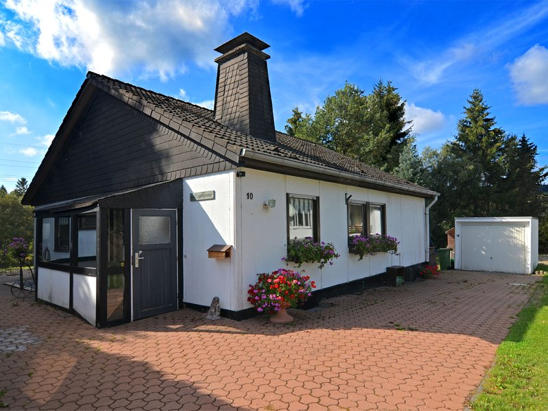 Cozy Holiday Home in Hildfeld with Private Garden, casa vacanza a Kustelberg