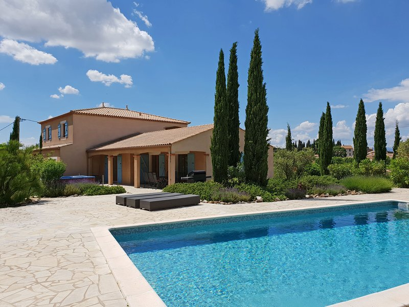 Modern Villa in Montbrun-des-Corbières with Private Pool, holiday rental in Escales