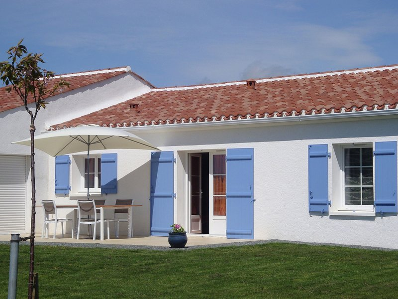 Modern holiday home with large child-friendly garden near the beach, casa vacanza a Saint-Vincent-sur-Graon