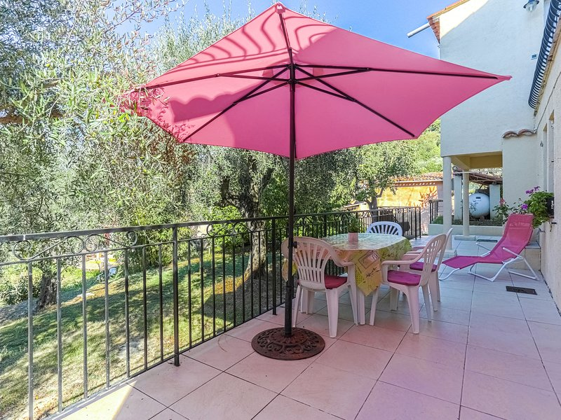 Neat house in Berre-les-Alpes (2 km) close to Nice and Monaco, holiday rental in Coaraze