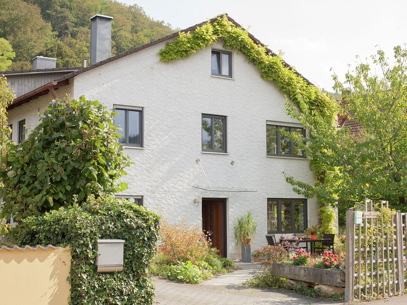 Beautiful apartment with private terrace and a separate entrance, holiday rental in Treuchtlingen
