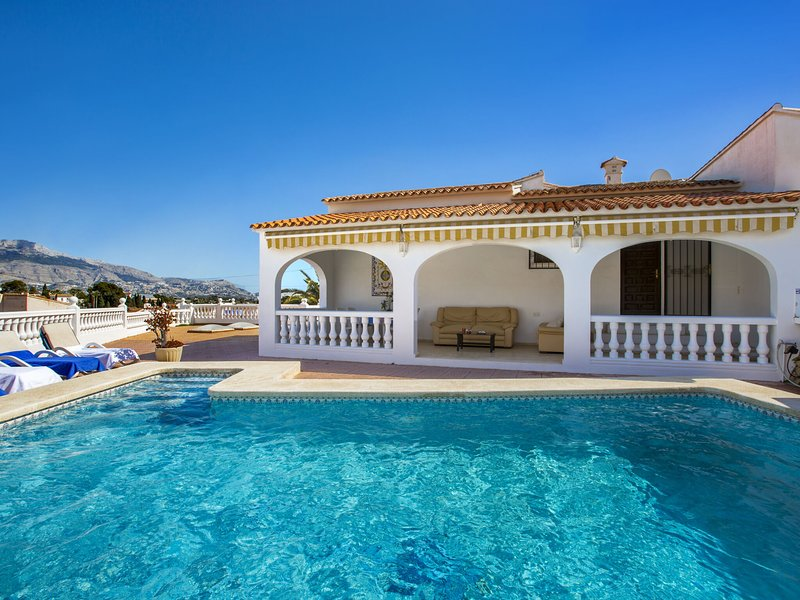 Luxurious 6 person villa with swimming pool in a beautiful area, amazing village, vacation rental in Polop