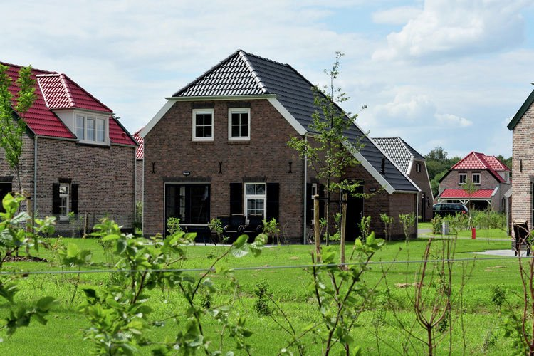Comfortable farmhouse villa with PlayStation in Limburg, holiday rental in Heythuysen