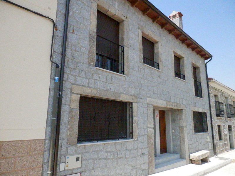 Fantastic Holiday Home in Avila Castile-Leon with Jacuzzi, location de vacances à Tornadizos de Avila