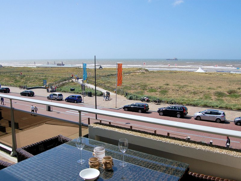 Luxury apartment with all modern comforts, ideal place to enjoy the seaside in N, casa vacanza a Noordwijk