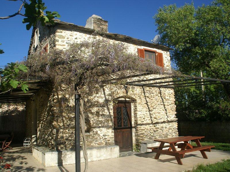 Fully restored house from 1816, swimmingpool, Corsica., location de vacances à San-Giovanni-di-Moriani