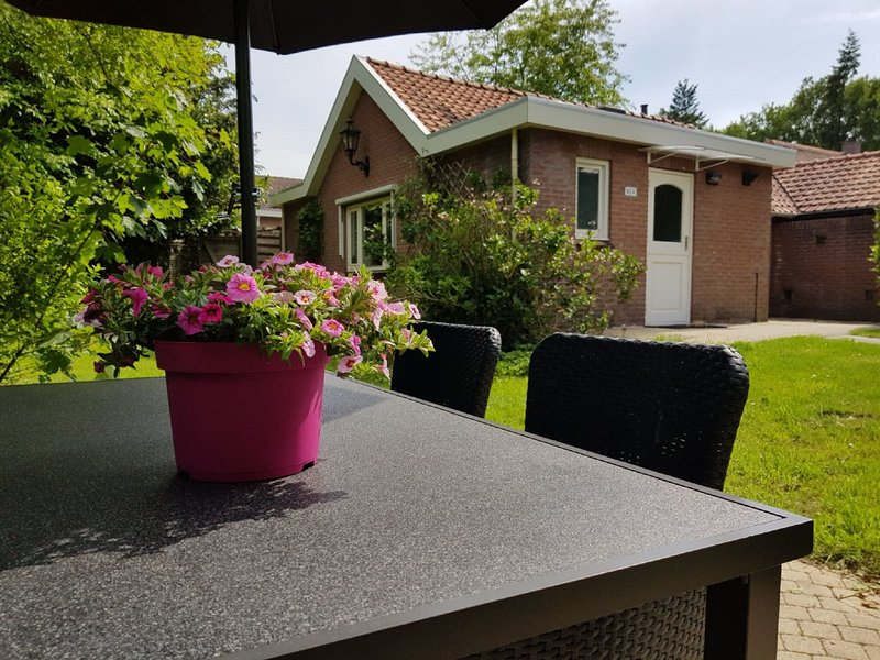 Charming Holiday Home in Garderen with Garden, vacation rental in Stroe