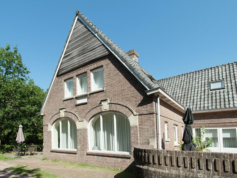 Atmospheric and modern apartment in characteristic mansion on the highest dune, holiday rental in Bergen aan Zee