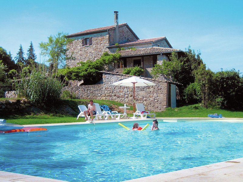 Spacious Villa in Largentière with Swimming Pool, holiday rental in Uzer