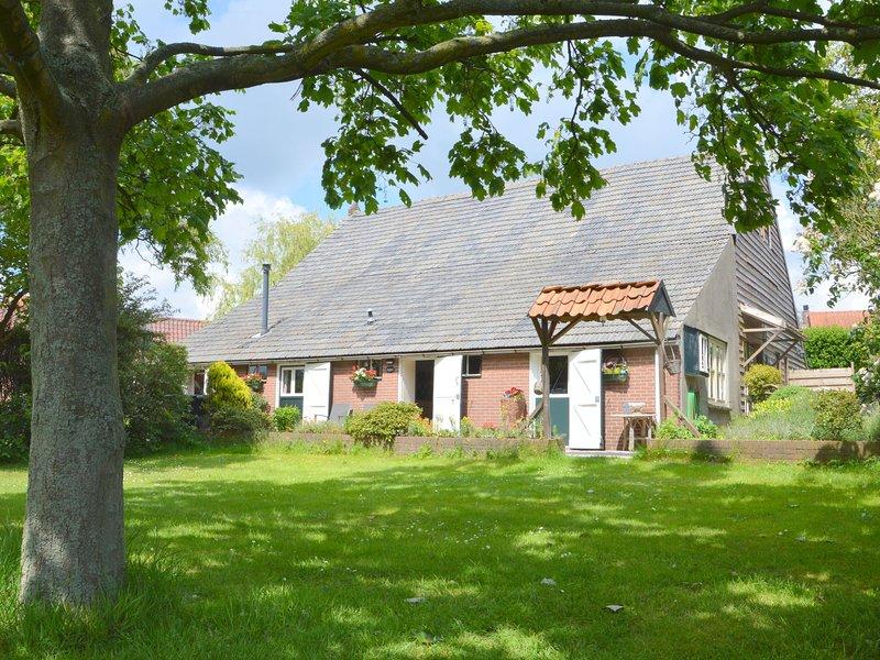 Cozy Holiday Home in Bergen op Zoom with Garden, holiday rental in Steenbergen