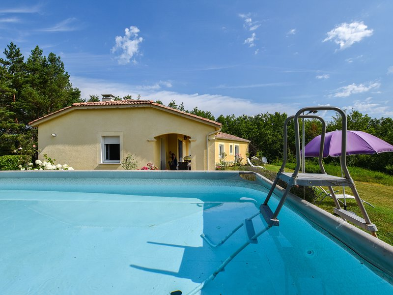 Luxury Villa in Cazals with Swimming Pool, location de vacances à Cazals