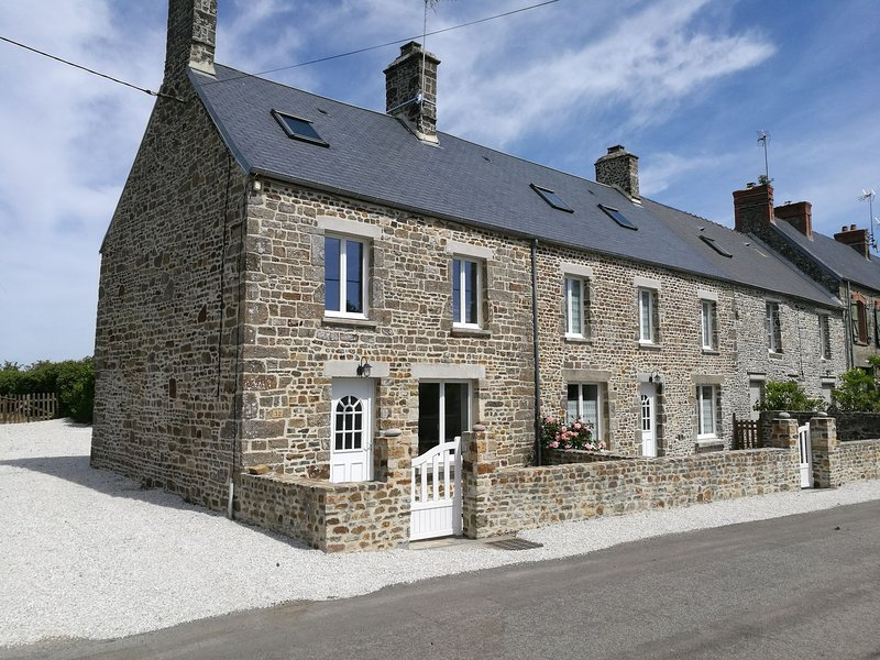 Beautifully refurbished, authentic home in a quiet village bordering the coast, holiday rental in Manche