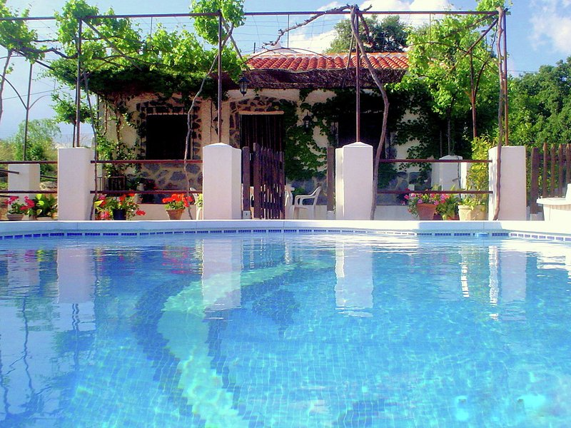 Charming Cottage in Loja with Private Pool, holiday rental in Riofrio