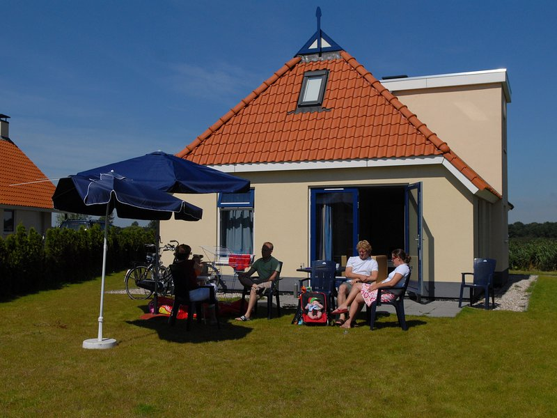 Detached villa with a dishwasher at 21 km. from Leeuwarden, Ferienwohnung in Twijzel