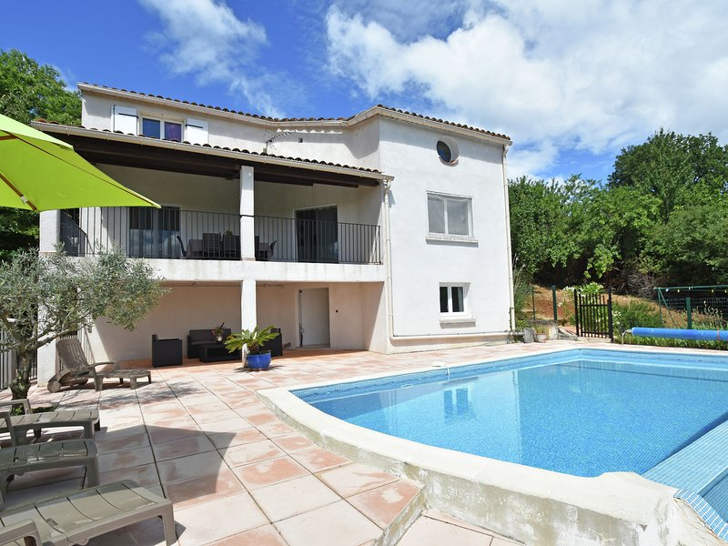Holiday home in Courry, with private pool, covered terrace and beautiful views, holiday rental in Courry