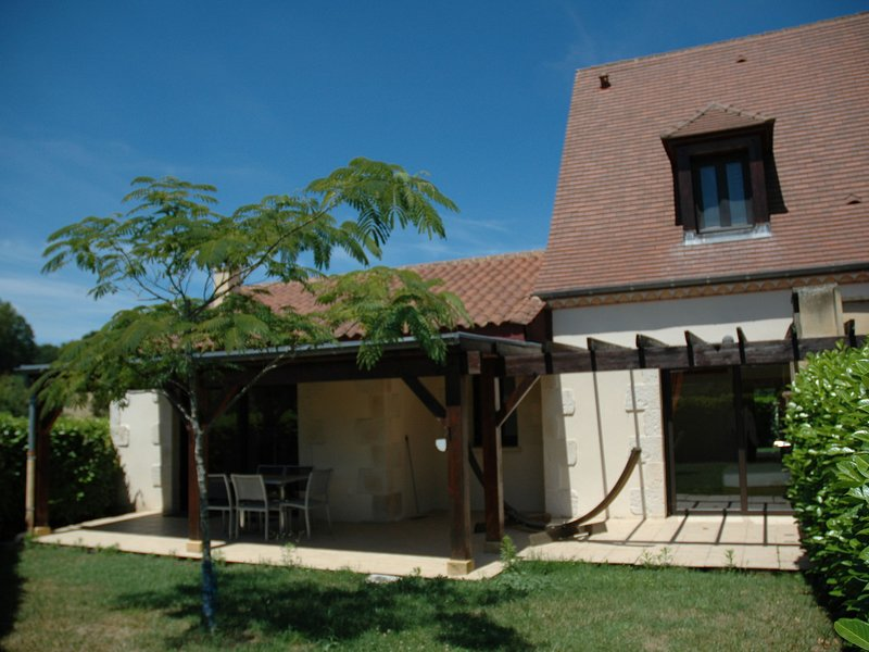Quaint Holiday Home in Castelnaud-la-Chapelle with Pool, holiday rental in Saint-Laurent-la-Vallee