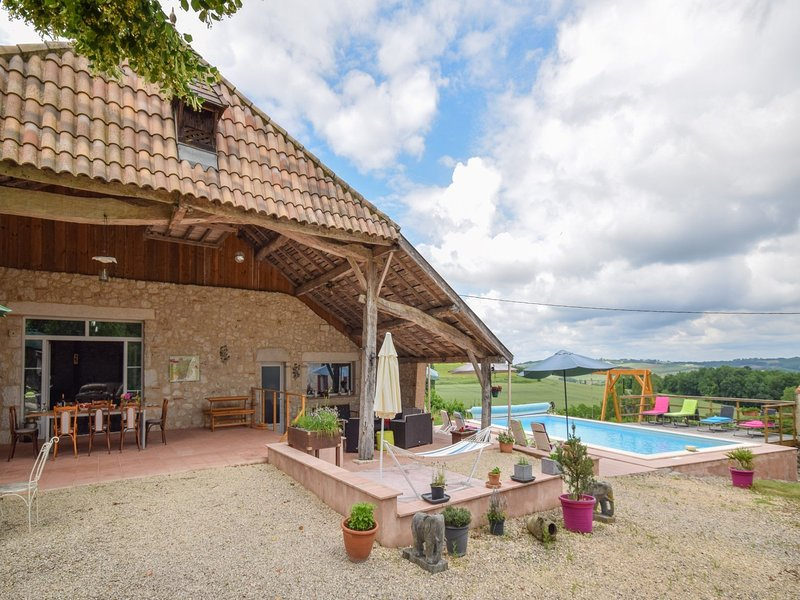 Spacious holiday home in Castelmoron-sur-Lot with Garden – semesterbostad i Fongrave