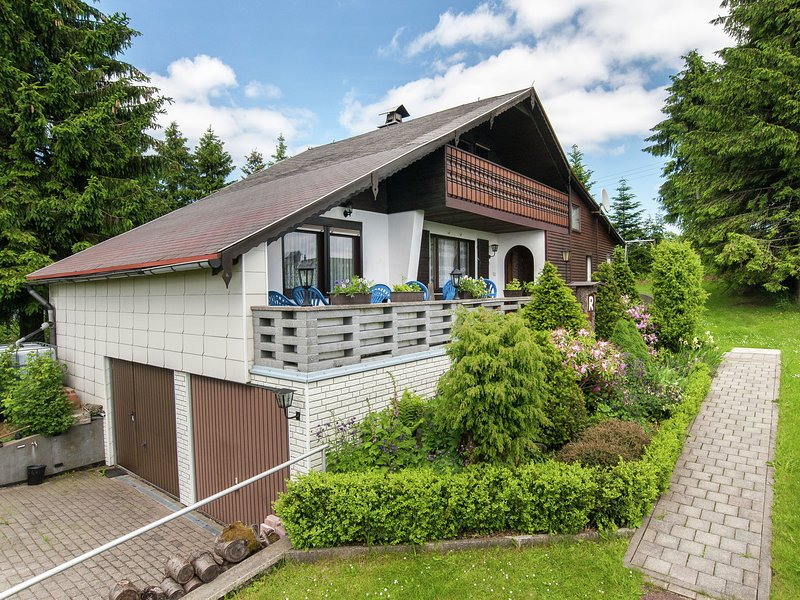 Beautiful detached holiday home with sauna adjacent to the Rennsteig in Thuringi, Ferienwohnung in Mellenbach-Glasbach