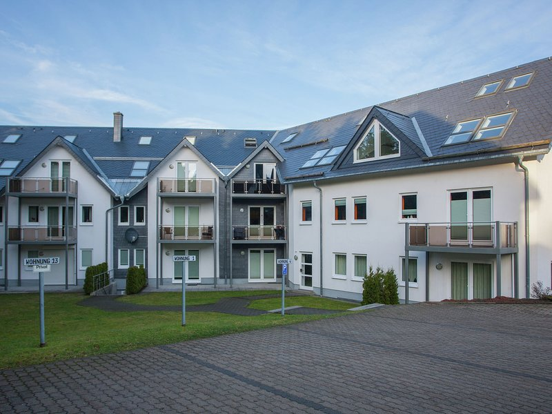 Modern apartment with balcony and a magnificent view over Winterberg, holiday rental in Elkeringhausen
