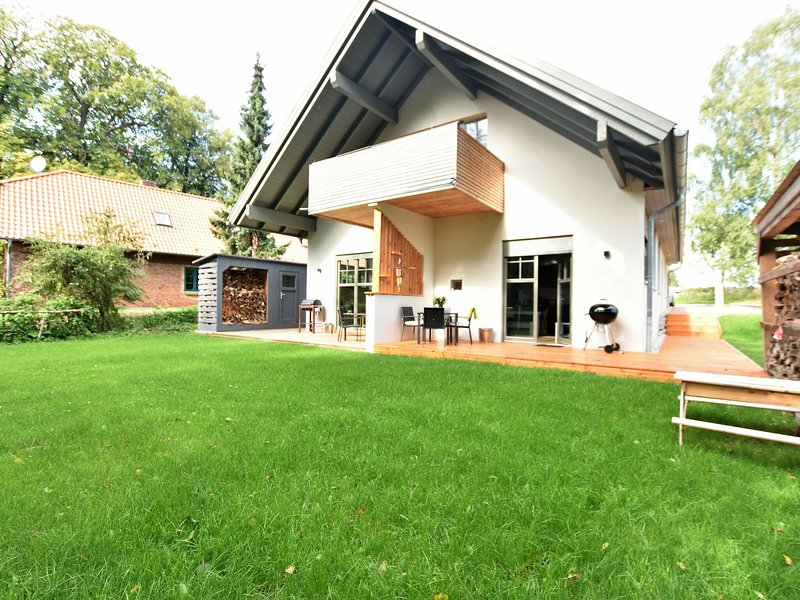 Individual and charming - apartment with fireplace, terrace and garden, holiday rental in Steffenshagen