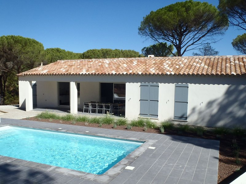 Villa with air conditioning, private pool in Provence, half an hour drive from t, holiday rental in Vidauban
