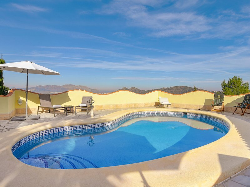 Luxurious Villa in Pedreguer with Pool, vacation rental in Muntanya la Sella