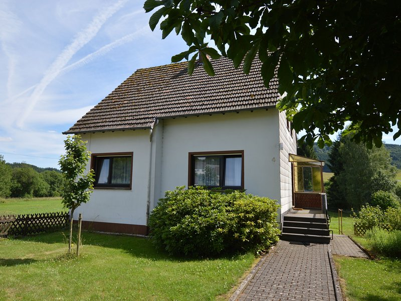 Cozy Holiday Home in the Peaceful Countryside of Wallenborn, location de vacances à Manderscheid
