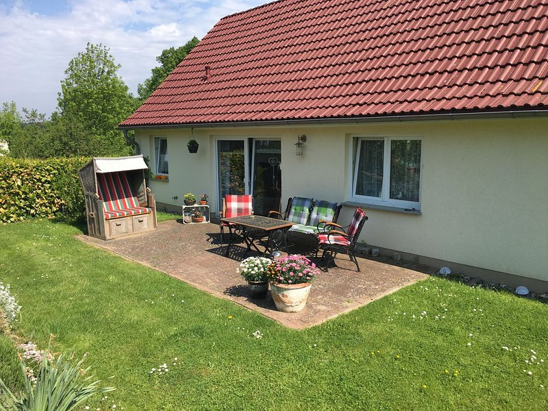 Cozy Holiday Home in Hohenkirchen near Baltic Sea, holiday rental in Hohenkirchen