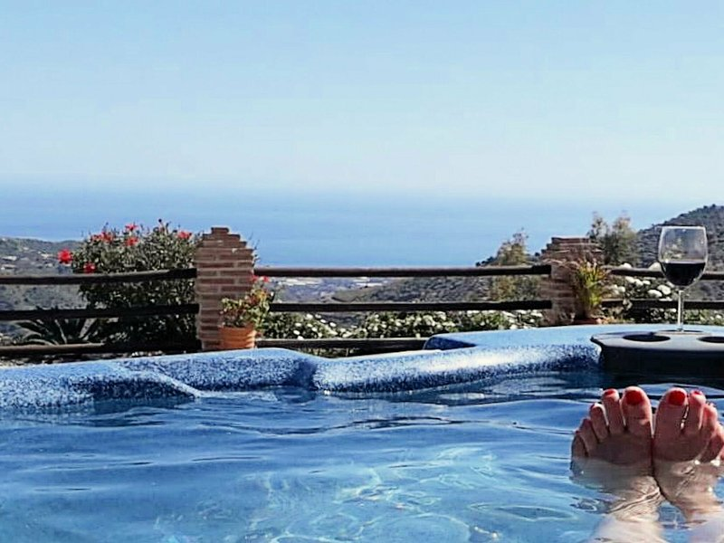 Spacious Villa with Private Pool andJacuzzi in Arenas, holiday rental in Arenas