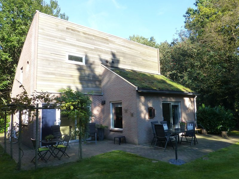 Luxurious holiday home surrounded by nature with large garden, sauna and lots of, Ferienwohnung in Spier