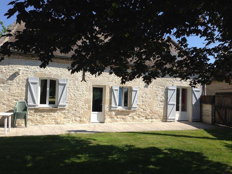 Cozy Farm House in Boncourt with Barbeque, location de vacances à Chevennes