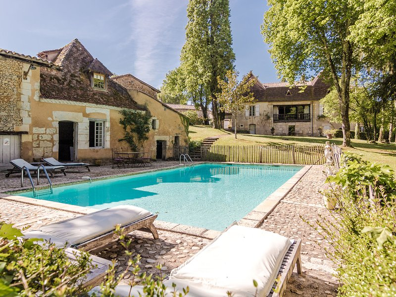 Impressive luxury villa on a large private estate with pool and tennis court., holiday rental in Saint-Gery