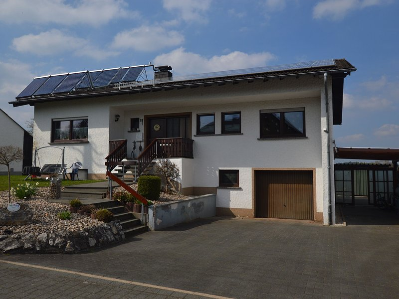 Cozy Apartment in Leudersdorf Eifel with Terrace, holiday rental in Pomster